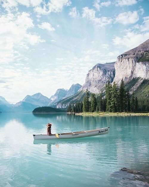 Best Lakes in Canada Maligne Lake Jasper National Park christianannschaffer